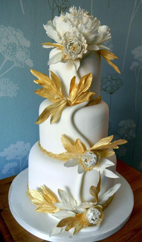 Candore prezioso --oro e bianco  peonie e foglia oro -