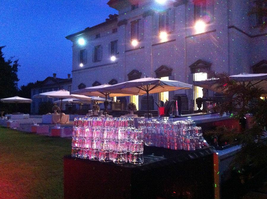 Open Bar esterno in notturna