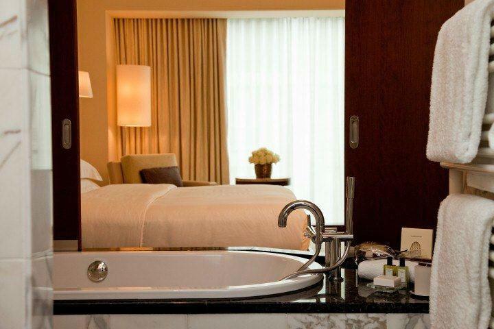 Beispiel: Park King Zimmer - Badezimmer, Foto: Park Hyatt Zürich Hotel.