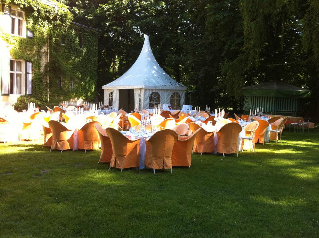 Beispiel: Hochzeit im Garten, Foto: Gut Schloß Golm.