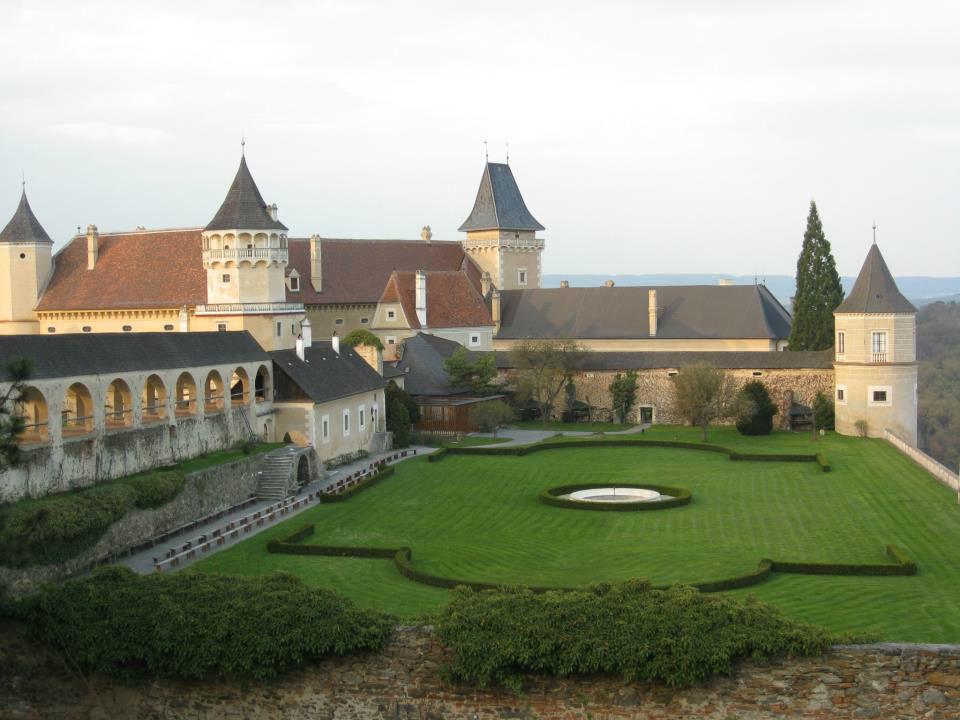 Beispiel: Innenhof, Foto: Schlossgasthof Rosenburg.