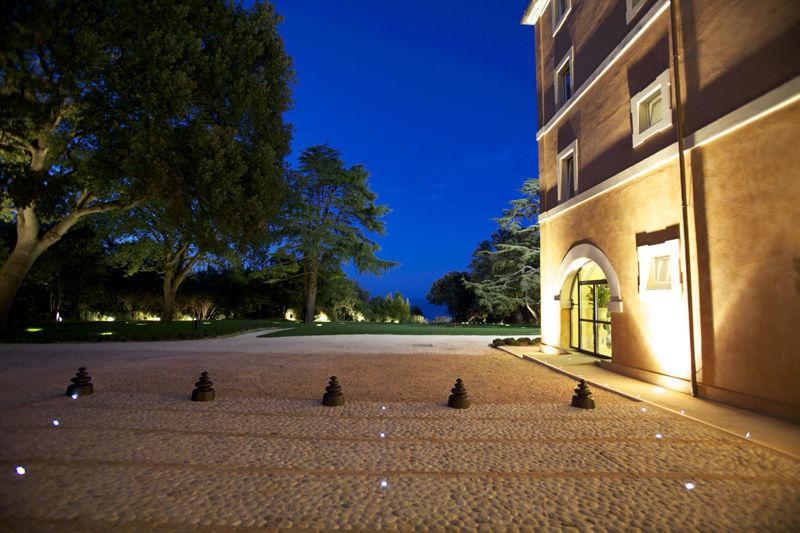 La Villa in notturno