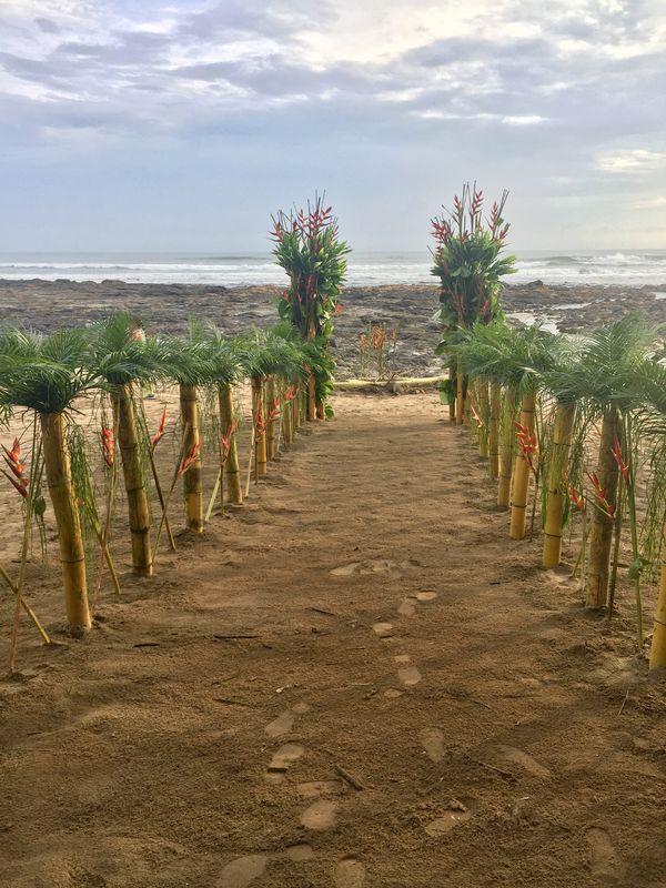 Montaje con mar, arena y sol