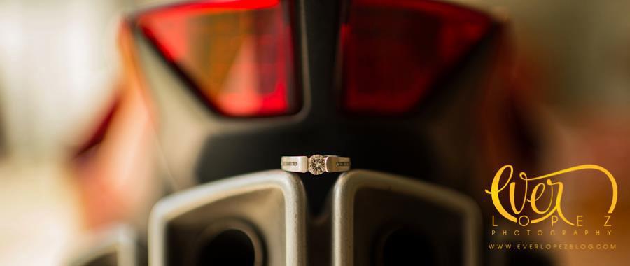 Fotos formales anillo de compromiso boda moto ducati Benavento salon de eventos Guadalajara Jalisco Mexico  Fotografia de boda por fotografo profesional de bodas Ever Lopez