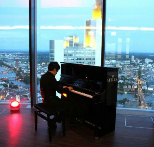 Beispiel: Loungebereich, Foto: Main Tower Restaurant & Lounge.
