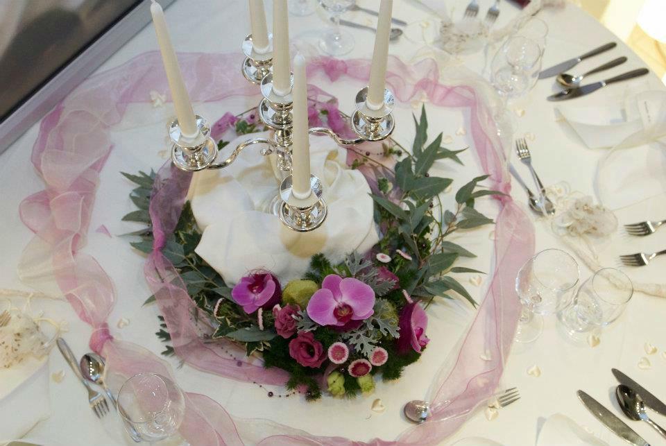 Beispiel: Tischschmuck, Foto: Achillea Dein Blumenladen.