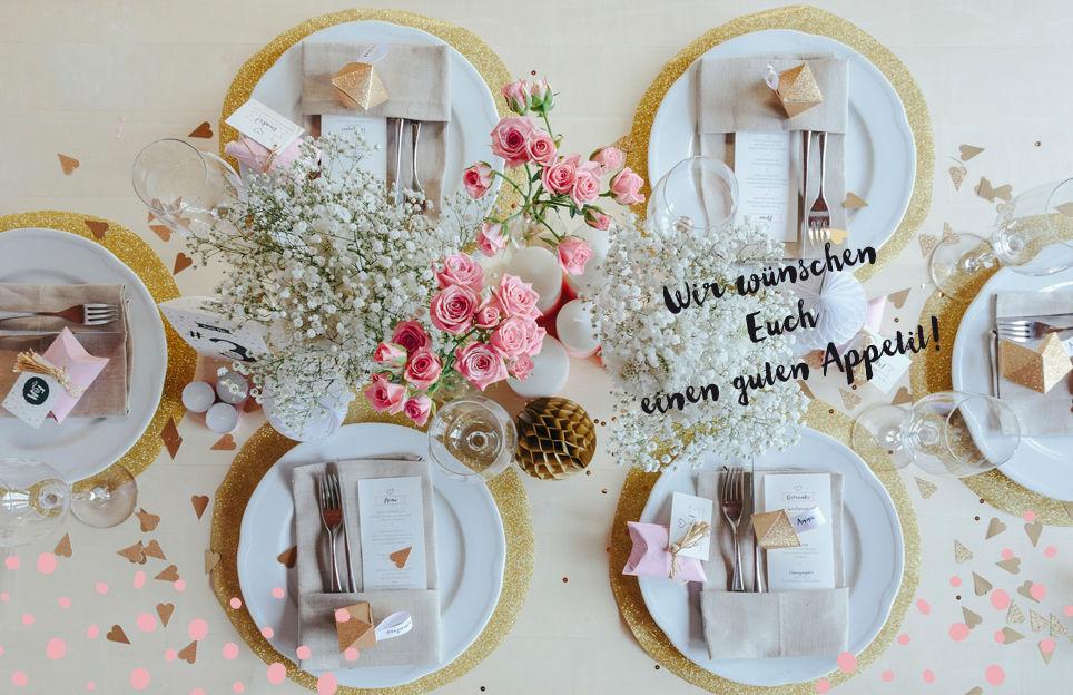 Edler Hochzeitstisch mit den Menüstreifen aus der Serie Dot.