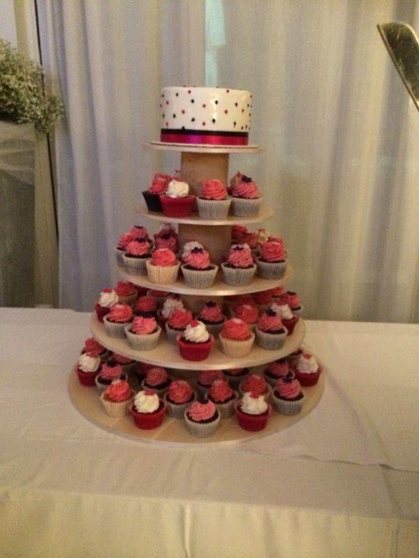 Matrimonio al mare - Fil rouge Ibiza - Mini wedding cake con cupcakes