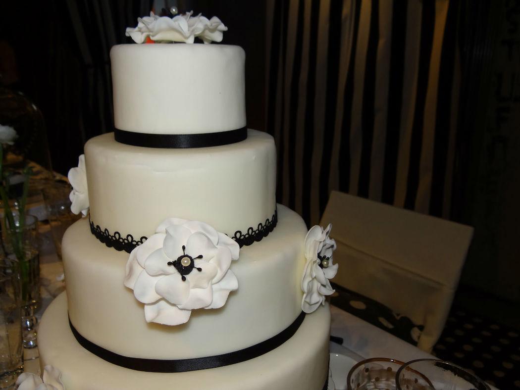 Hochzeitstorte Black and White