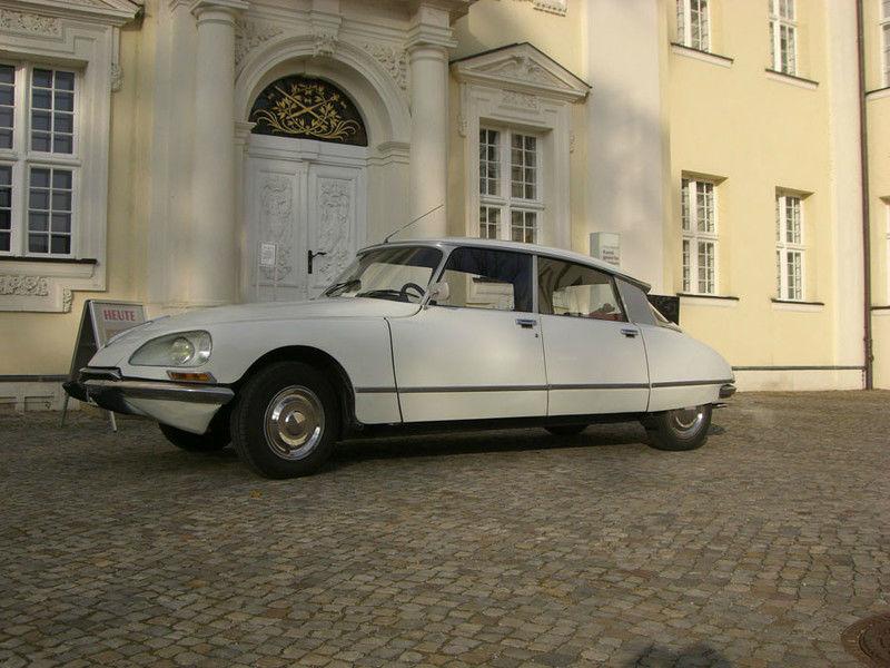 Suchen Sie sich Ihren Lieblings-Oldtimer aus Foto: Hochzeitsautos Berlin.