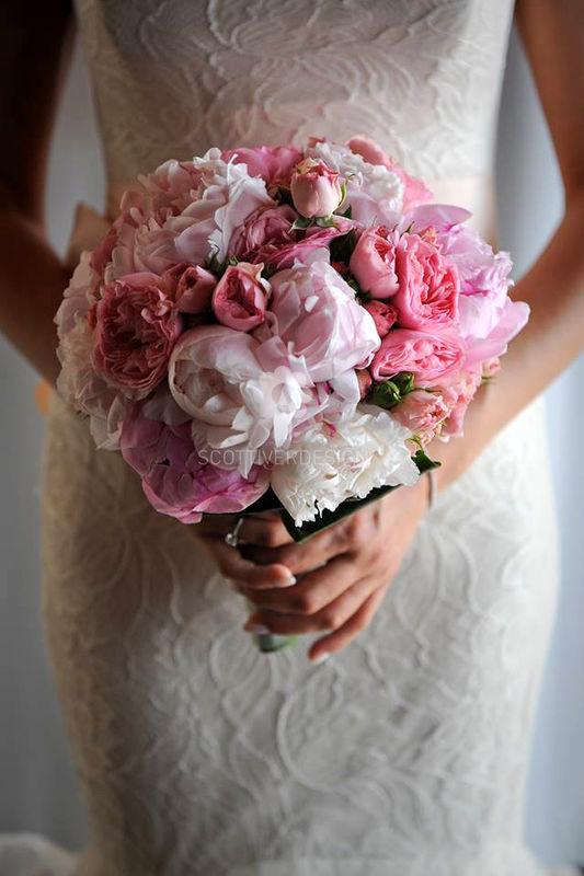 Meraviglioso bouquet sposa realizzato con peonie e rose inglesi....