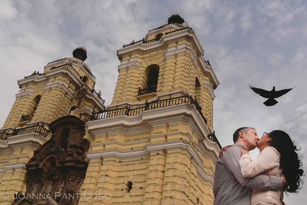 Carla & Glenn - Engagement Session Locación: Iglesia de San Francisco, Lima, Perú.