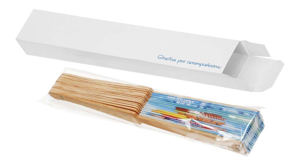 Abanico personalizado con varillaje de madera y caja y varilla impresa en bolsa de celofán.