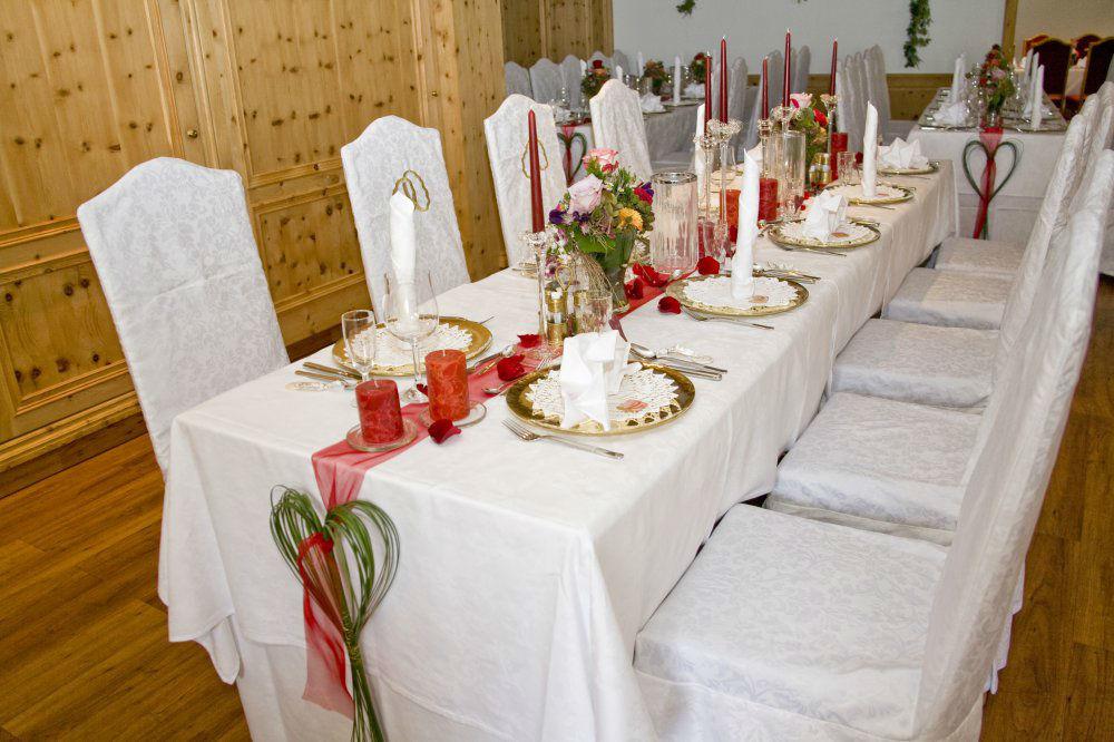 Beispiel: Hochzeitstafel, Foto: Garten Hotel Maria Theresia.