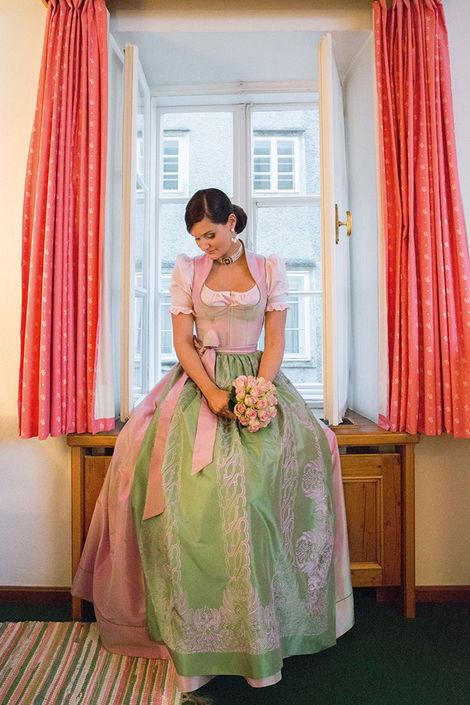Beispiel: Brautdirndl, Foto: Susanne Spatt Salzburg.