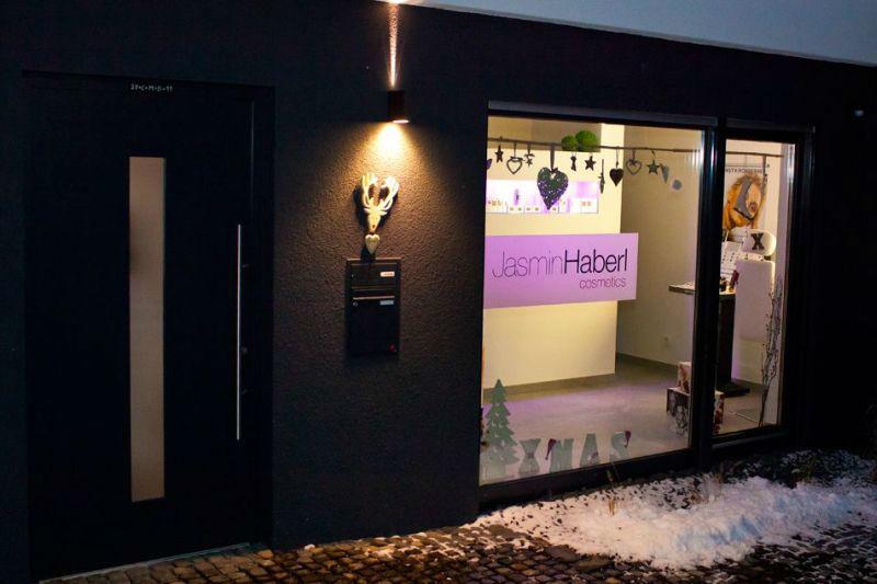 Beispiel: Außenansicht des Kosmetikstudios, Foto: Jasmin Haberl cosmetics.