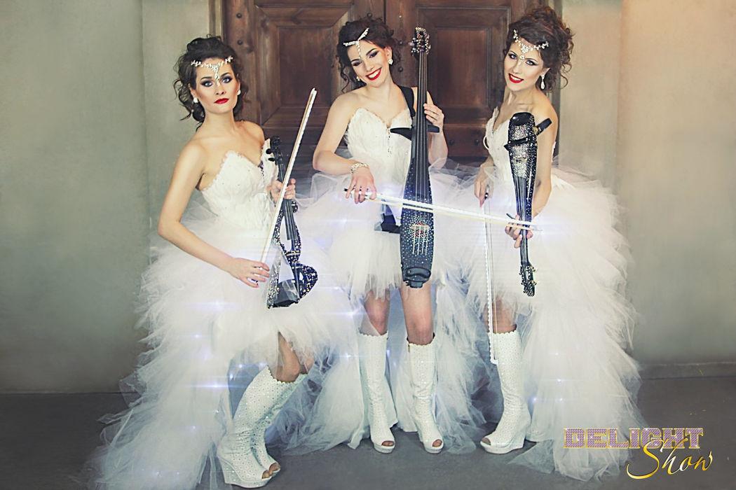 скрипичное шоу со световыми костюмами и инструментами свадьбу