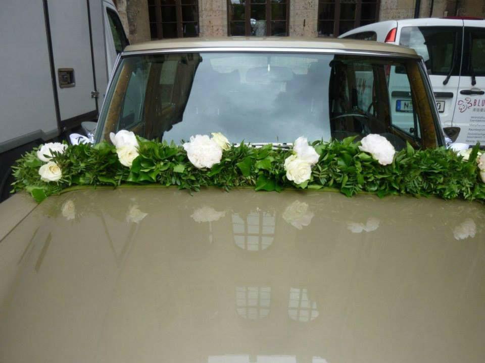 Beispiel: Autoschmuck, Foto: Blumen Kuhn Floraldesign.