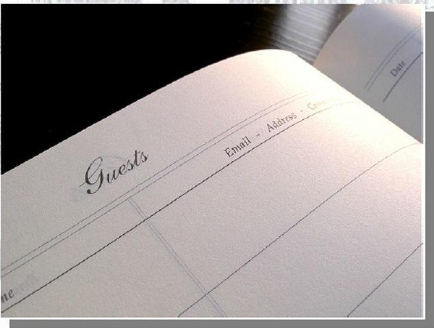 Libro degli ospiti, carta ivory 21.50 x 26.50 cm, (eng). un utile personal book da lasciare all'ingresso del ricevimento, affinchè¨ i vostri ospiti lascino il loro ricordo. L'obiettivo di questo prodotto è ¨ tenere i sentimenti