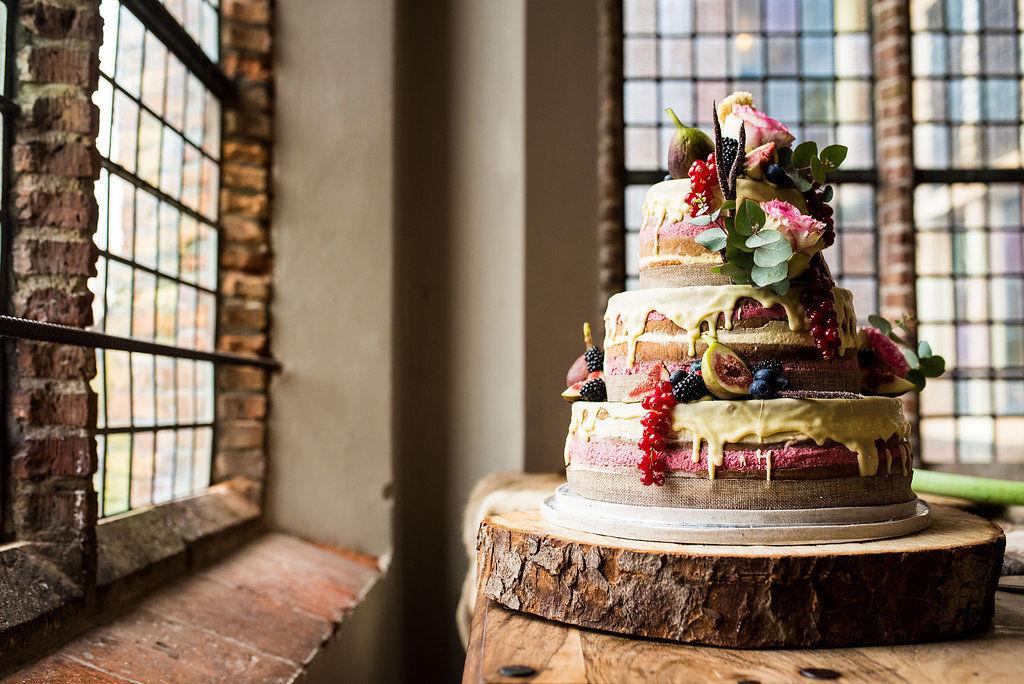 Naked cake gedecoreerd in winterse sfeer.
