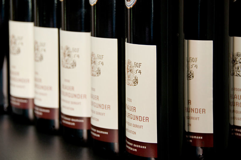 Beispiel: Weinflaschen, Foto: Weingut Domhof.