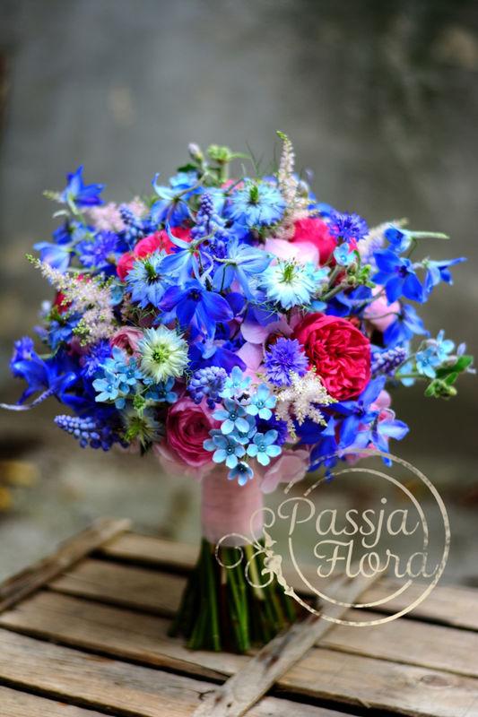 Różowo-niebieski bukiet ślubny