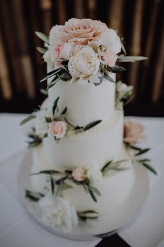Cake Topping & Deko mit Olive Foto: Julia & Gil Hochzeitsfotografie