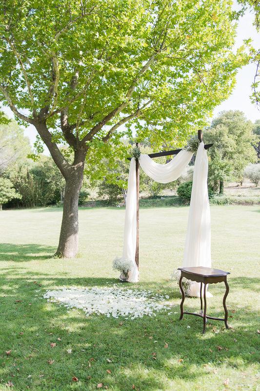 Mariage dans les Alpilles de Bridget & Olivier ©Tiara Photographie