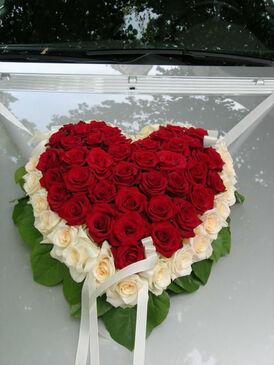 Beispiel: Autoschmuck, Foto: Blumen Wesemeyer.