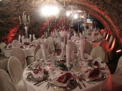 Beispiel: Hochzeitsdekoration, Foto: Gewölbekeller Burg Weisenau.