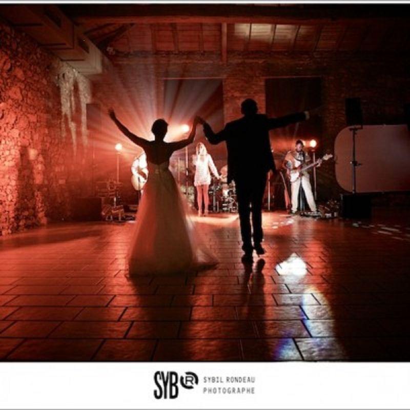 les mariés vous invitent à danser