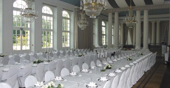 Beispiel: Festliche Hochzeitstafeln, Foto: Café -Restaurant Orangerie.