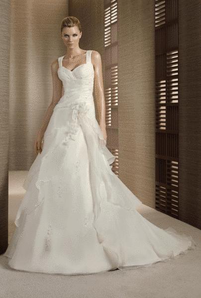 Beispiel: Schöne Kleider für die Braut, Foto: Braut-Atelier 09.