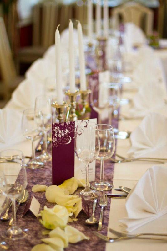 Beispiel: Hochzeitstafel, Foto: Schloss Gloggnitz.