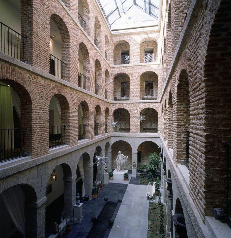 Patio Toscano cocktail interior