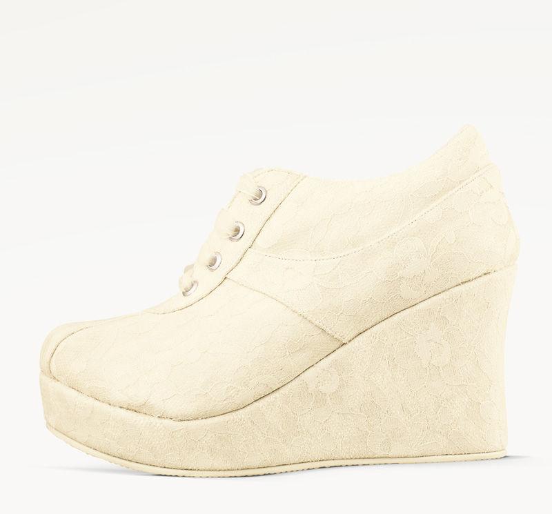 Ariel te acompaña durante todo el día. Zapatillas de novia para la mujer que busca estar cómoda e irradiar felicidad.