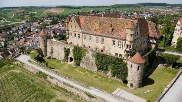 Beispiel: Burg aus der Luft, Foto: Burg Stettenfels.