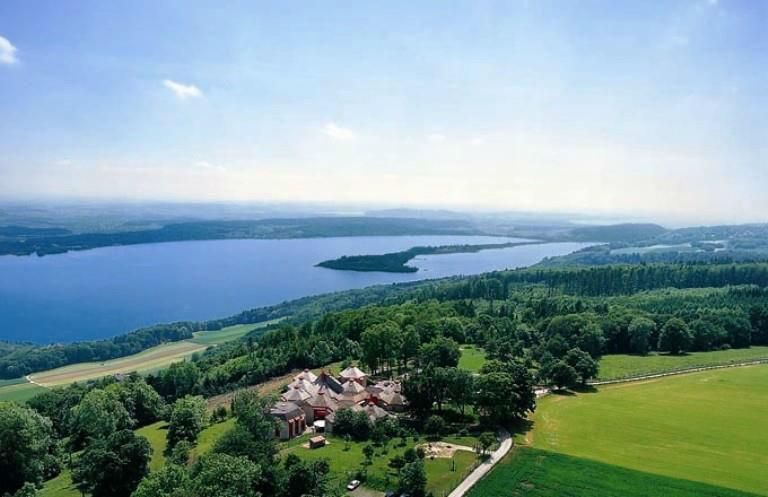 Beispiel: Ausblick auf den Bielersee, Foto: Hotel Twannberg.
