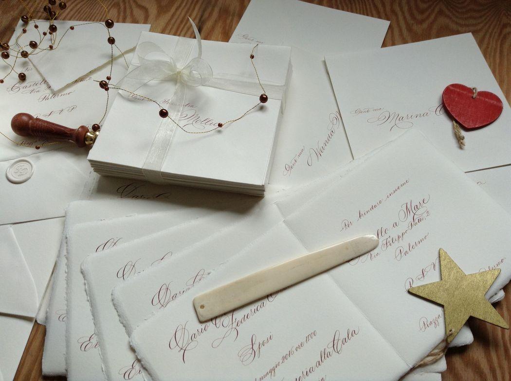 Il Calligrafo - Inviti su carta a mano Amalfi avorio, formato quadrato con busta coordinata manoscritti con inchiostro