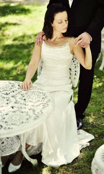 Każda suknia ślubna powstaje w pracowni Justyny Ołtarzewskiej na indywidualne zamówienie.