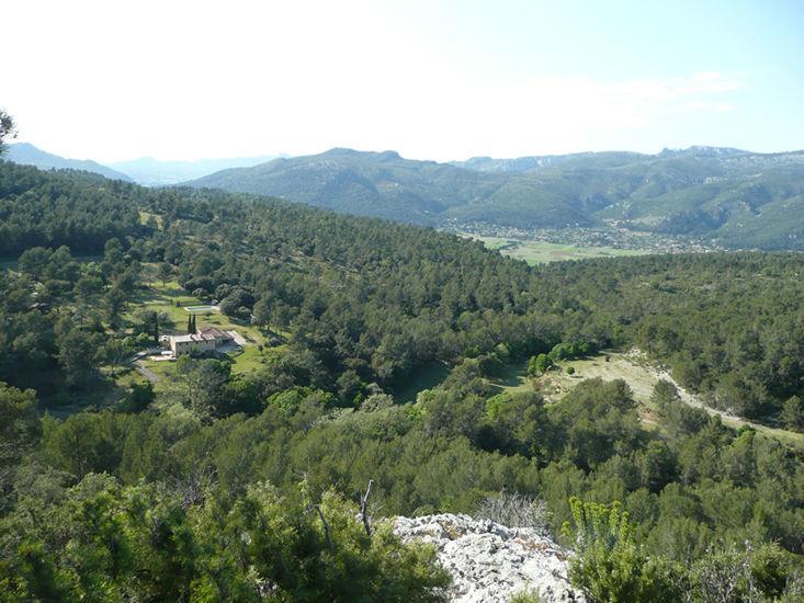 Au milieu des collines de la Provence