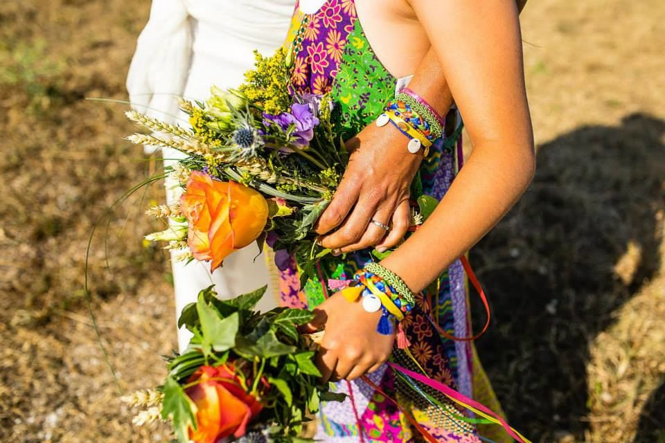 Bracelet en armonie avec les bouquets Mariée et demoiselle d'honneur Photo David Maire -Robe Orlane Herbin