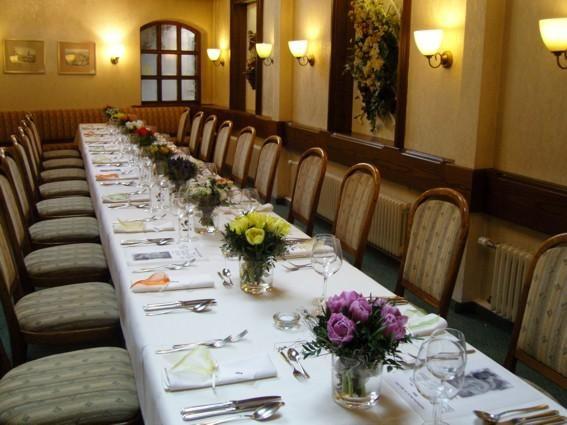 Beispiel: Festtagstafel, Foto: AKZENT Hotel Lamm.