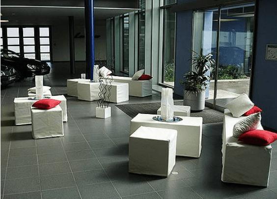 Beispiel: Loungemöbel, Foto: Mietidee.