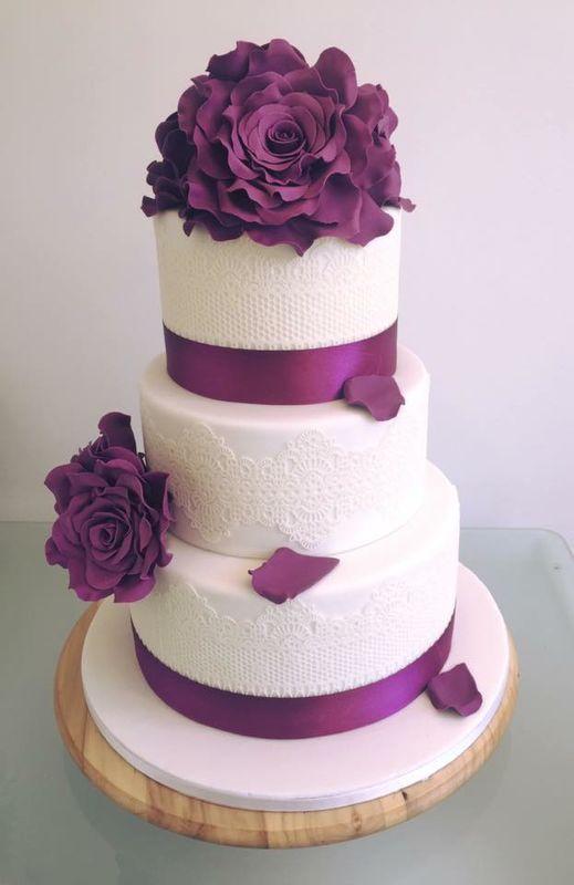 Wedding Cake dentelles et fleurs en sucre