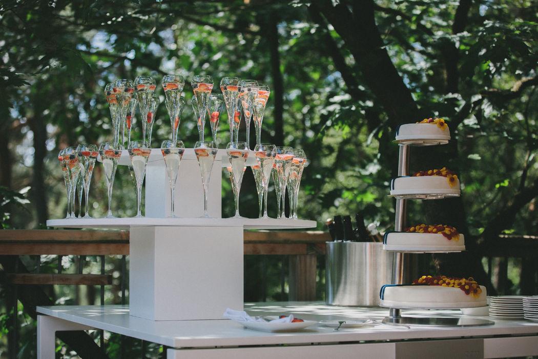 Champagne en een overheerlijke bruidstaart