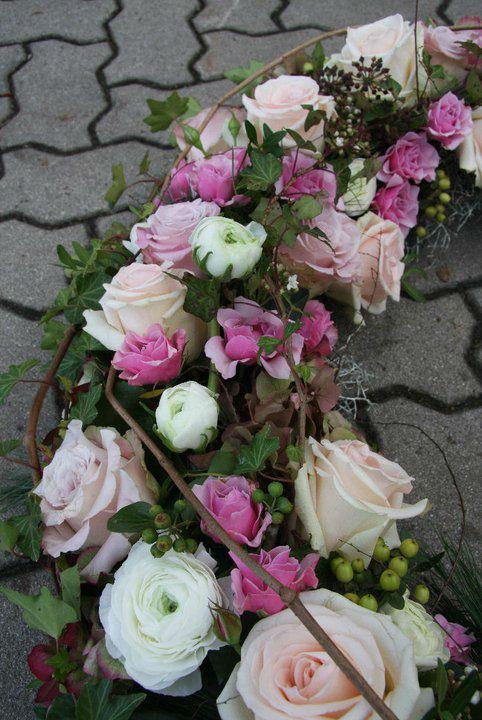 Beispiel: Blumengirlanden, Foto: Garten Kochauf .