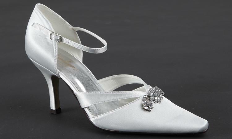 Beispiel: Eleganter Brautschuh der Marke Crinoligne, Foto: Olena.
