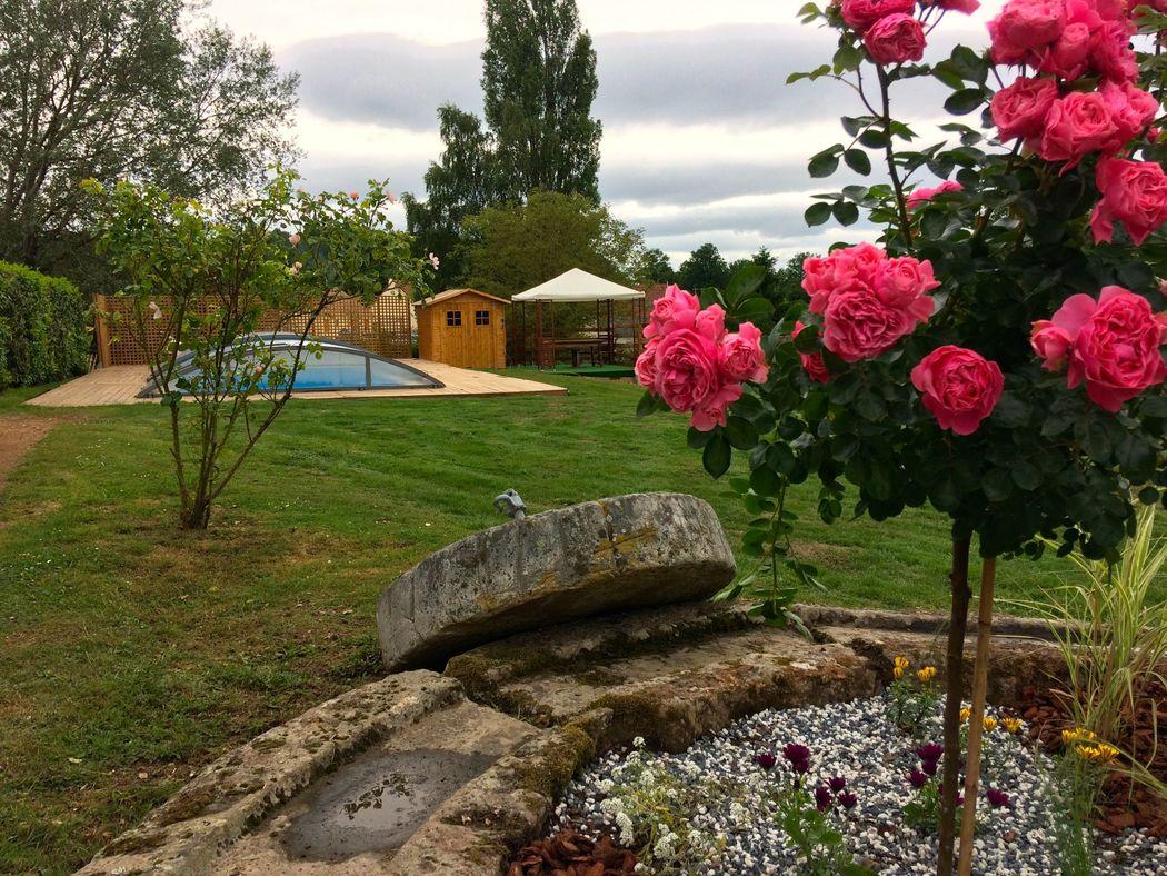 parc paysager avec piscine