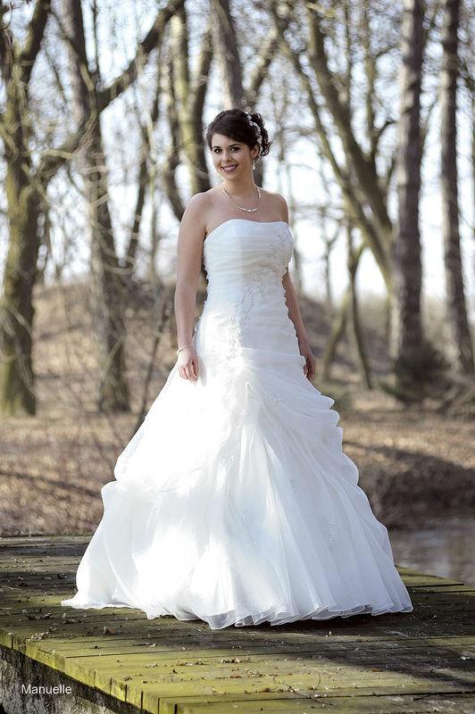 Beispiel: Brautkleid, Foto: Christianes Brautmoden.